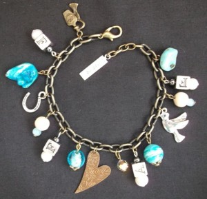 Charm bracelet /real pearls